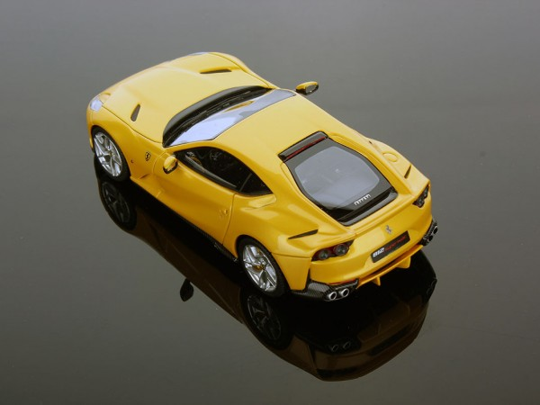 Ferrari 812 Superfast 1:43
