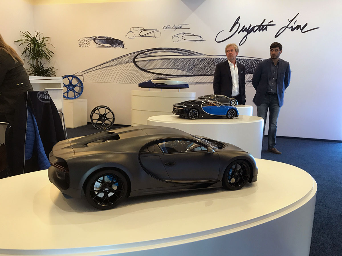 Bugatti chiron in 1 8 scale by mr collection models for Pebble beach collection