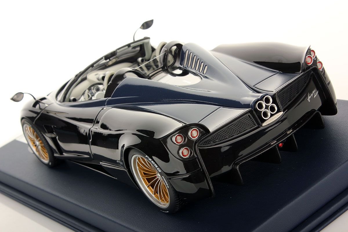 pagani huayra roadster 1 18 looksmart models. Black Bedroom Furniture Sets. Home Design Ideas