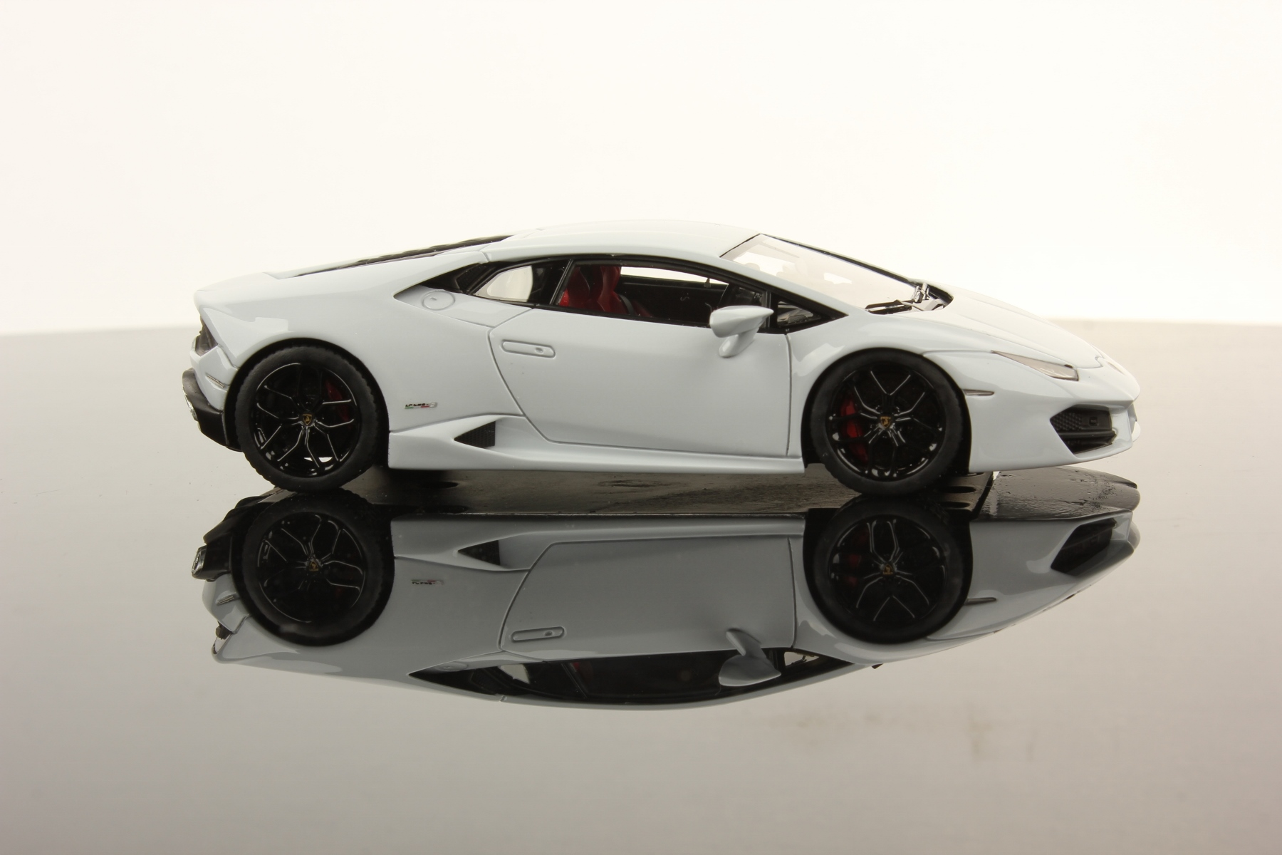 white lamborghini huracan lp - photo #31